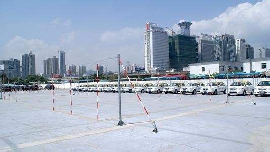 浦东一对一练车上海驾校外地考试60天拿证