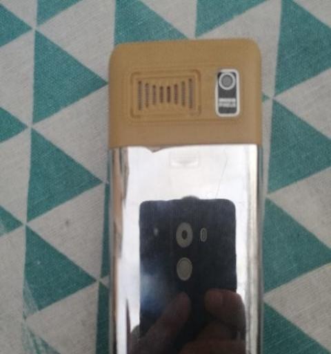 95新按键式双卡双待手机。