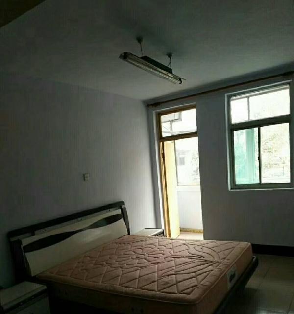 金色雅苑精装大3室家具家电齐全,拎包就住招合租。