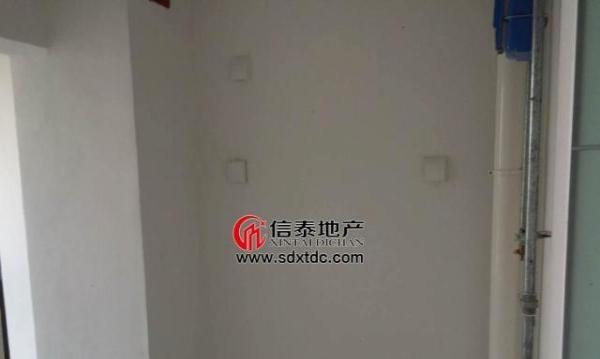 薛城湖景花园 3室2厅135平米 中等装修 押一付三