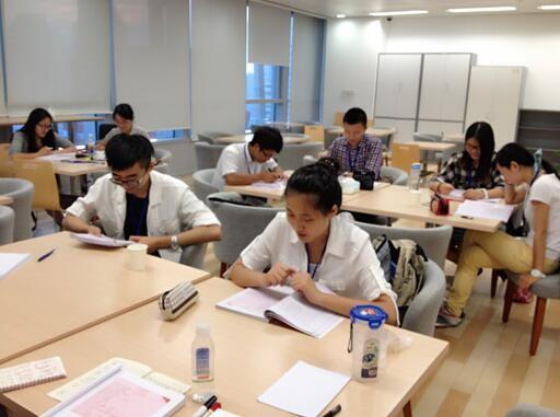 上英语培训班多少钱 让您工作学习两不误