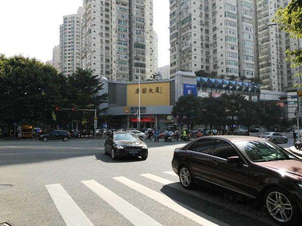 南山路荔馨村街铺岀售府路商业是南山旺的商业街