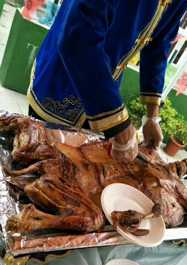 人多吃大餐 烤全羊