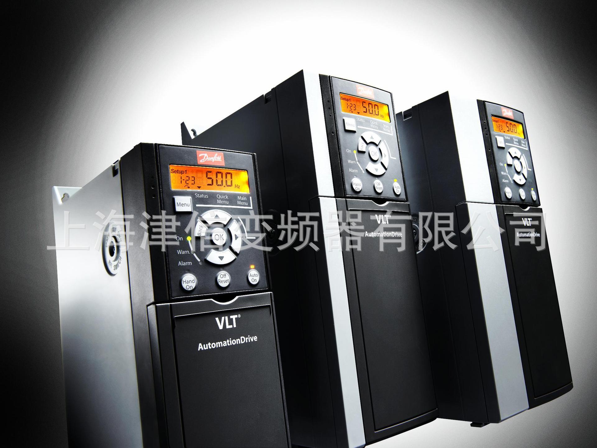 丹佛斯变频器VLT FC360系列是一款多用途变频器。可为各种工业应用提供精确、有效的电机控制。内置功能有助于用户节省安装空间、设置时间以及日常维护的精力。因此,它是一个功能强大的多样化解决方案,可提高生产效率和成本效益。  电源、功率、输出频率、输出转矩范围: 0.37 - 75 kW(380 - 480 VAC) 提供0和500 Hz之间的可变输出频率 功能特性: 紧凑的外型,适合并排水平/垂直安装,绝无降容问题,IP20(NEMA1),IP21或IP55(可选) 高效独特的热量管理,确保没有强制空气