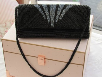 源头工厂加工珠绣手袋 三折串珠包 硬壳珠袋 珠绣晚宴包