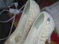 低价出售带钻高跟鞋