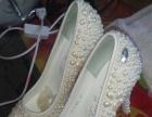 低价出售高跟鞋