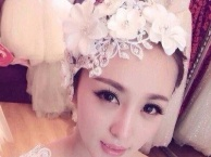 新娘化妆盘头美甲出租婚纱