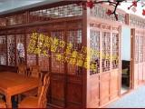 儿在做仿古门窗 四合院装修木门窗订做