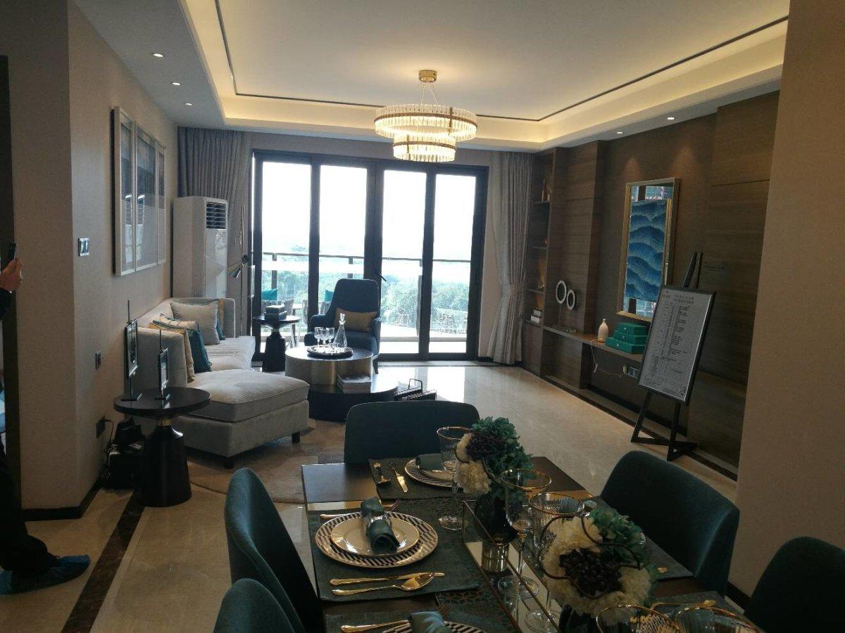 龙光玖龙湾 精装四房 首付三成 一手 发售 配置齐全 湖景
