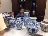 上海收藏家高智伟买家现场筛选藏品