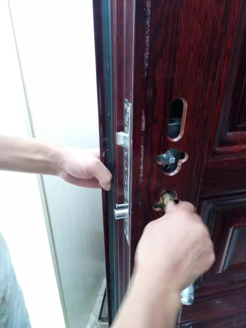 专业安装维修车库门 卷帘门 开换锁 配遥控