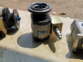 扒渣机液压配件