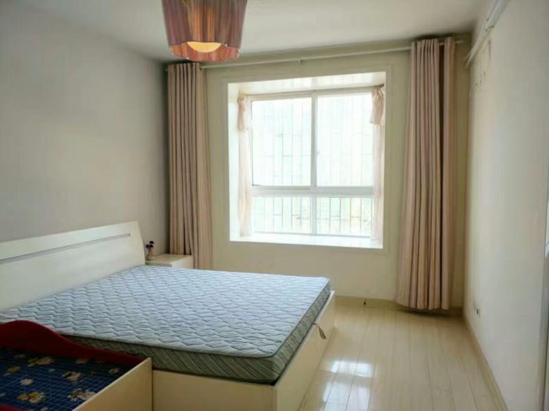 航海东路 紫金悦城 3室 2厅 23平米 合租