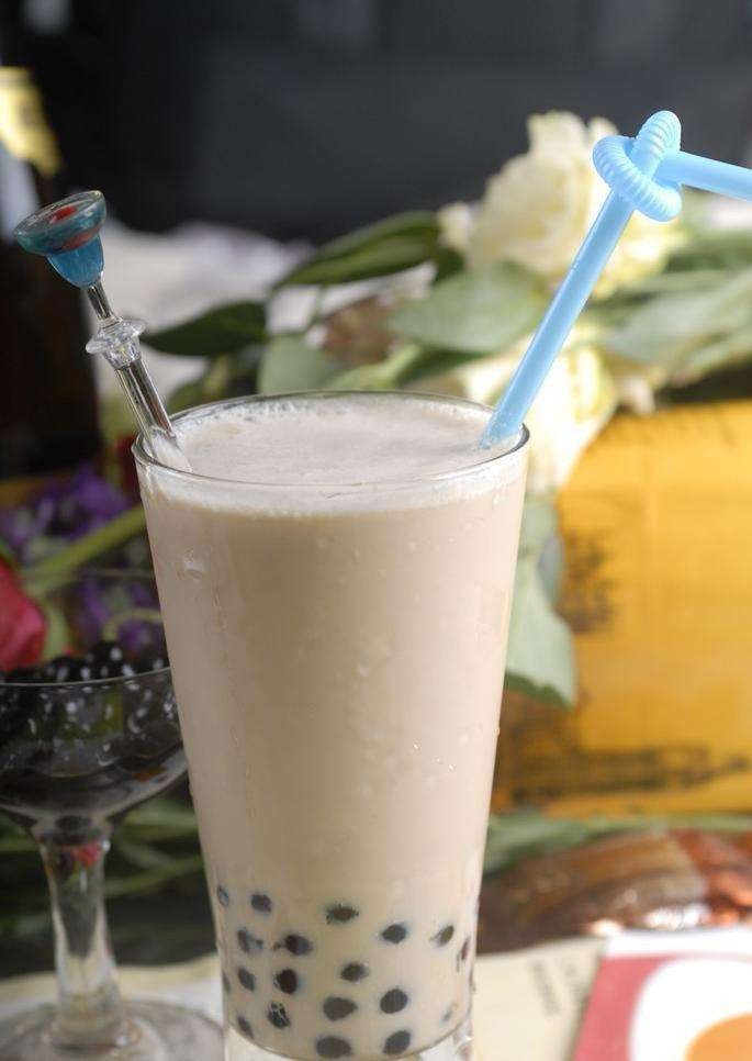 2017奶茶加盟哪个好,广州一点点奶茶加盟费用是多少