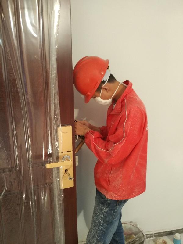 美兰海甸开锁修锁换锁公司24小时提供服务节假日正常上班