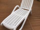 广州市塑料折叠躺椅休闲塑料躺椅泳池酒店会所躺椅可折叠躺床