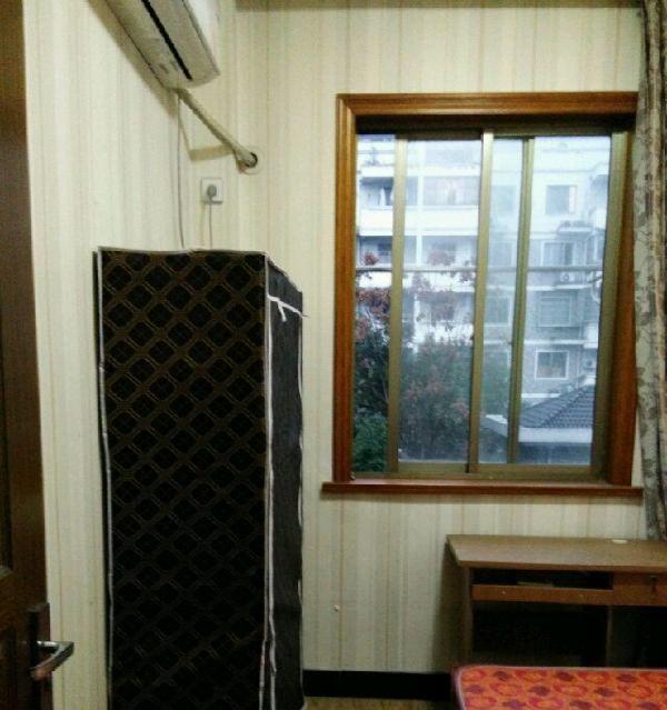 兴越东区有精装次卧出租 3室2厅2卫 男女不限
