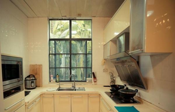 薛城湖景花园 1室1厅 50平米 精装修 押一付三