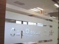 专业玻璃贴膜最低价,家居办公室贴膜,刻字,log线