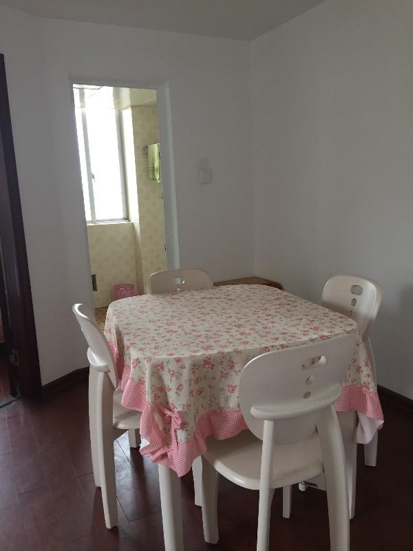 上河国际公寓一室两厅有2个新床铺精装房出租