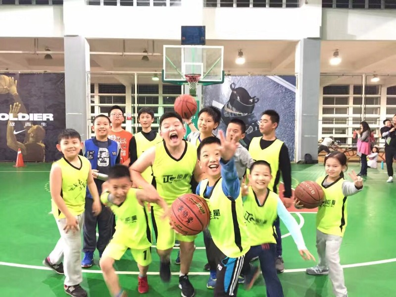 小朋友们学篮球 找杭州正能量体育培训中心 青少年篮球专业教学