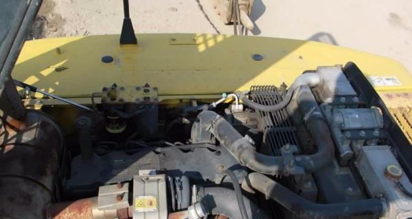 转让 挖掘机小松原装进口小松220挖机现货销售