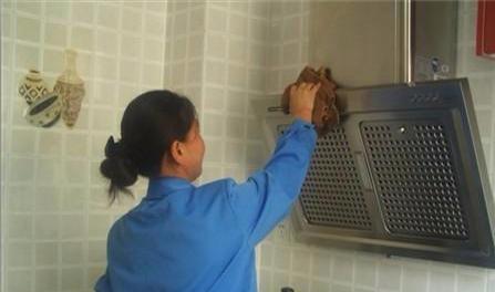 湘湘家政专业承接家庭单位日常保洁、搬家等业务