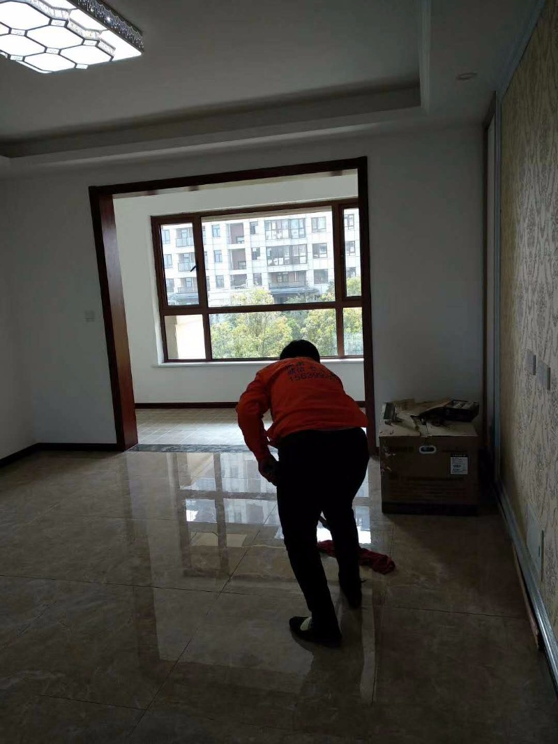 专业低价各种保洁,清洗地毯,家具护理,洗窗帘等服务