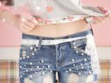 2014新款新款韩版时尚珍珠破洞装饰蕾丝系带时尚女牛仔短裤803