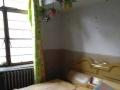 简单家具,交通便利,小户型,单身或住家户的选择。