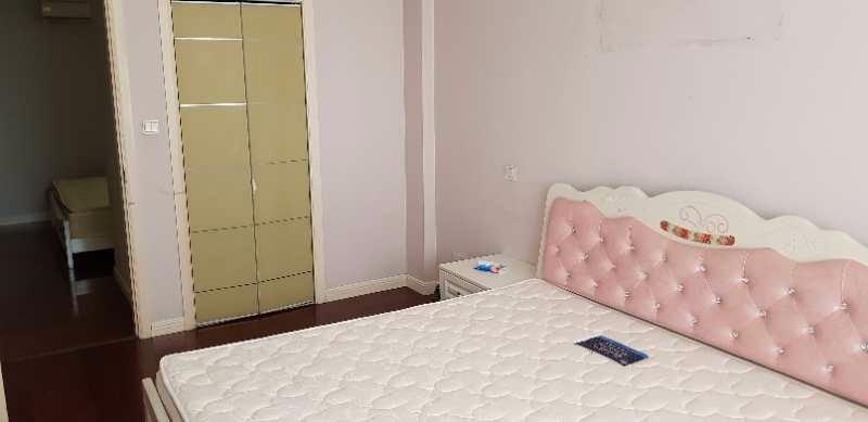 万达广场近高铁站百盛家园 3室 2厅 104平米 整租