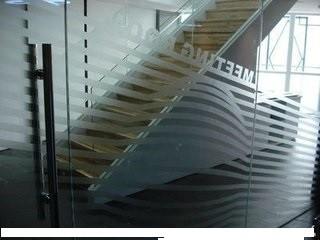 什刹海办公室写字楼磨砂玻璃贴膜logo腰线彩色不干胶安装