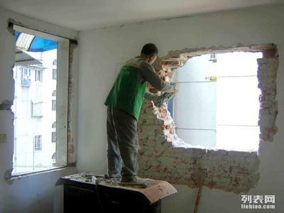 青岛日清专业拆除 砸墙 扒瓷砖 水锯切割 清运垃圾