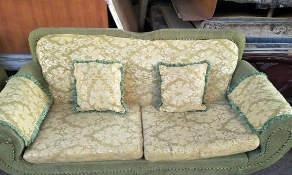 出售一组布艺沙发