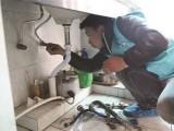 王府井改造上下水管 修理坐便器底部漏水 安装阀门