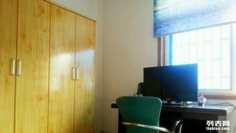 芙蓉苑火炬北三片单间带客厅带厨卫热水器空调出租
