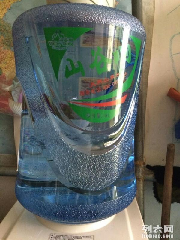清泉水站 010-58436992 13371740082 本公司位于北京市北京市昌平区。主营桶装水、饮水机、净水机、水站等。在食品、饮料-软饮料行业获得广大客户的认可。公司秉承保证一流质量,保持一级信誉的经营理念,坚持客户第一的原则为广大客户提供优质的服务。欢迎来电洽谈业务!特价促销 1:购10张水票赠1张水票; 2:购30张水票赠1只空桶; 3:购30张水票赠台式温热饮水机1台。 4:购40张水票赠立式温热饮水机1台。 5:购60张水票赠立式冰热饮水机1台。 备注:以上促销活动, 团购(单