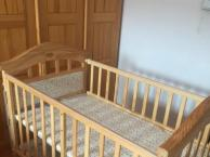 出售加大婴儿床!