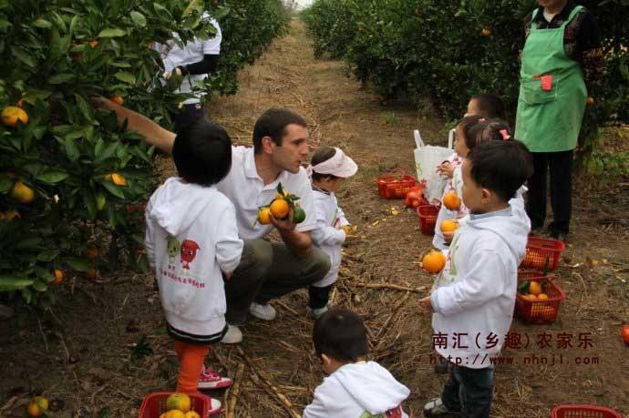 上海农家乐一日游推荐 采草莓送桔子 吃土菜钓大鱼