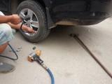 武汉24小时上门道路救援补胎搭电换电瓶送油