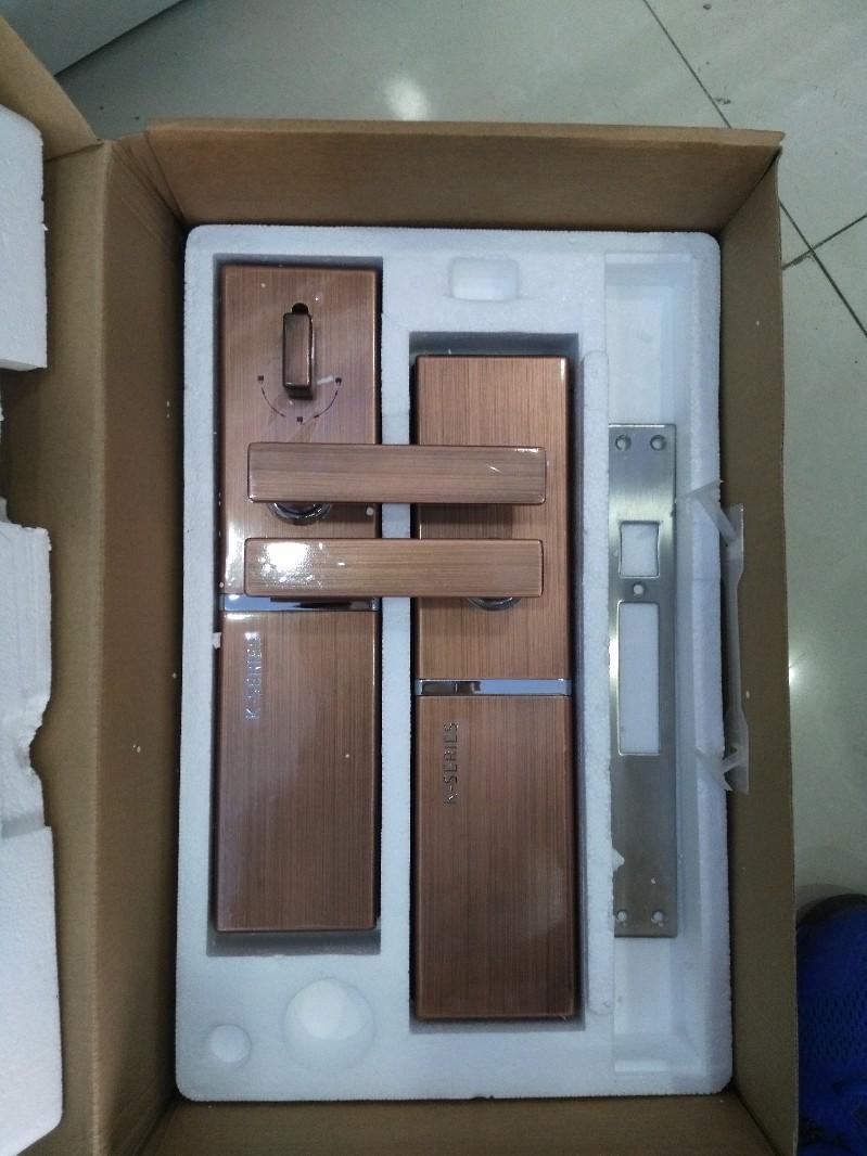 成都开锁换锁保险柜/汽车锁/装售指纹密码锁/配汽车钥匙