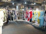 广州三三大型女装品牌折扣尾货批发公司