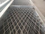 带边框钢板网,脚手架用网 脚踏网喷红漆的网子哪里有卖 ?量大优