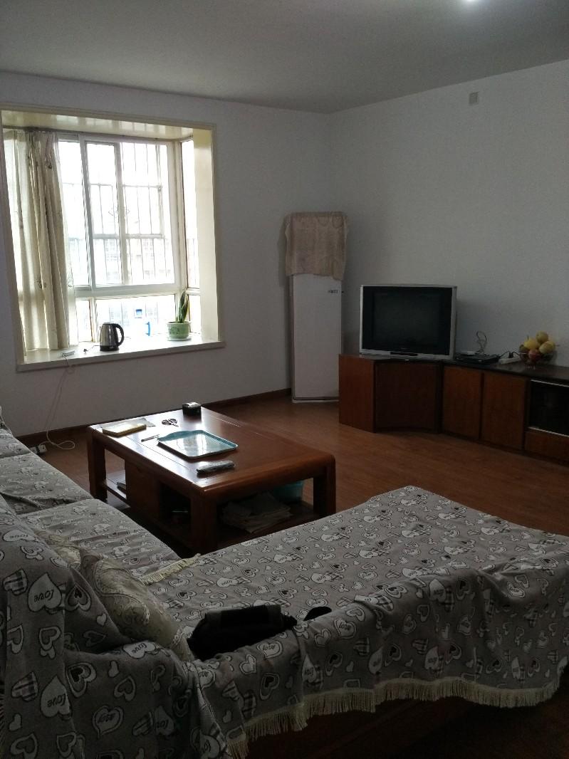 王城路 宇龙花园 3室 2厅 1卫带新家具家电好房 出售