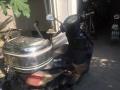 雅迪黑色踏板豪华型电动车