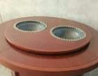 铁锅炖转桌,锅中锅灶台。