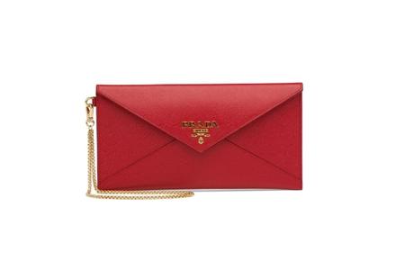 女包奢侈品 信封包成今年时尚新宠信守不渝,和衷共济