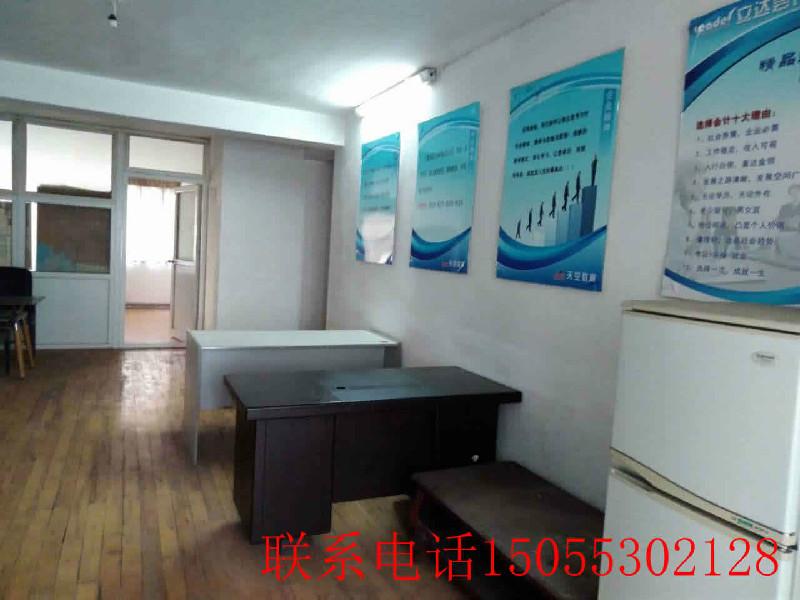 新华新村 北门建设银行旁边 整租中装办公用房