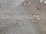 六孔小花女女装服装用 满版绣花布 纯棉镂空绣 全棉白底绣花布料